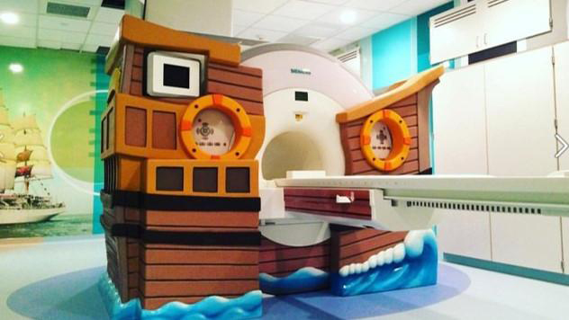 The Siemens Healthineers MRI system improves access and create a more comfortable and friendly atmosphere to reduce anxiety of your pediatric patients. Its 70 cm open bore and ultra-short magnet length improve access, and features such as the Illumination MoodLight or child-friendly scanner design by Dream Think Imagine create a more friendly atmosphere for your patients.