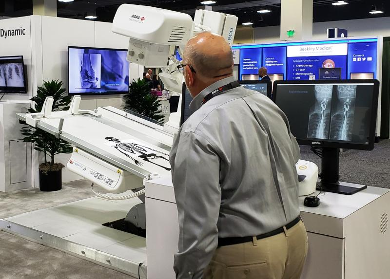 "At the annual meeting of the AHRA, Agfa Healthcare demonstrated a full-scale model of its DR 800, presenting the unit as a ""game changer"" for its multifunctionality."