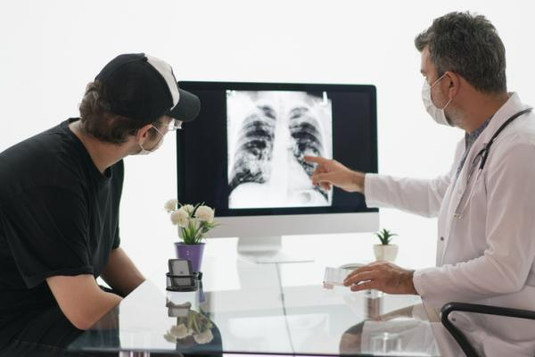 University of North Carolina Lineberger Comprehensive Cancer Center researcher and two other experts endorsed the Center for Medicare & Medicaid Services' (CMS) requirement for a patient and their doctor to engage in a shared discussion of benefits and harms before proceeding with a low-dose spiral computed tomography (LDCT) scan as a method for preventing lung cancer death