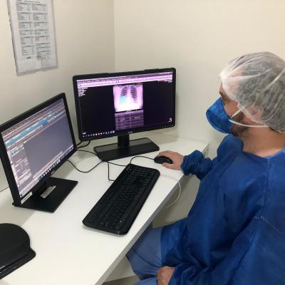 A radiologist at PreventSenior is using Lunit INSIGHT CXR to interpret chest x-ray image of a coronavirus patient who visited the center. #COVID19 #Coronavirus #2019nCoV #Wuhanvirus #SARScov2